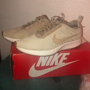 Nike dusk time racer shoes size 6